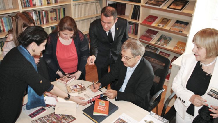ORHAN PAMUK; I WOULD LIKE TO RE-WRITE MY LIFE