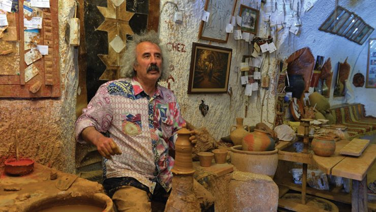 INTRODUCING THE ART OF POTTERY TO THE WORLD