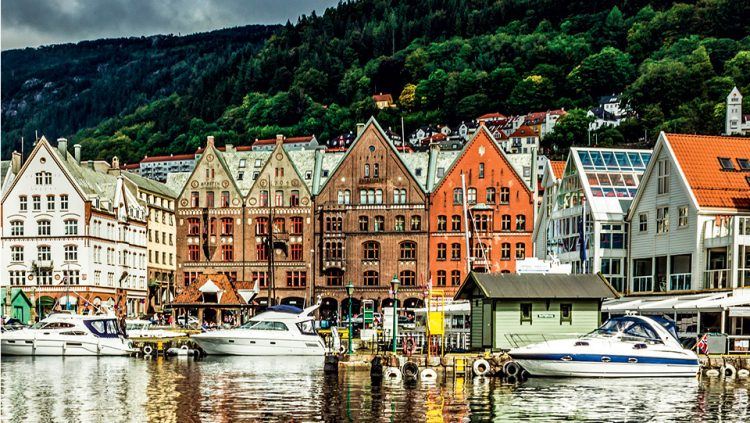 BERGEN AND THE HANSEATIC HOUSES