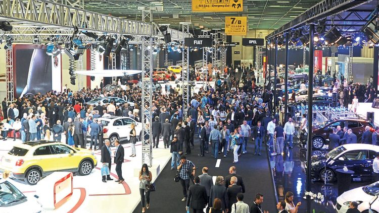HALF A MILLION AUTOMOBILE ENTHUSIASTS RAN TO THE FAIR