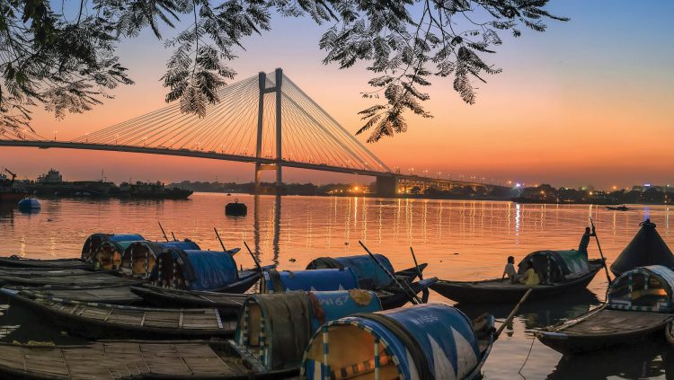 From Contrasts to Colors: Kolkata
