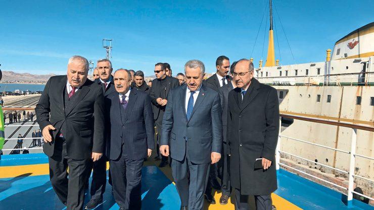 """Bakan Arslan, TCDD'nin """"Sultan Alparslan Feribotu""""nu İnceledi"""