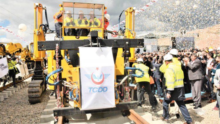 Ankara-Sivas YHT Hattında Ray Serimine Başlandı
