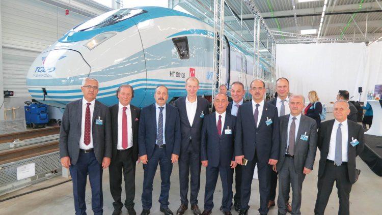 TCDD Taşımacılık 12 YHT Setinin İlkini Teslim Aldı